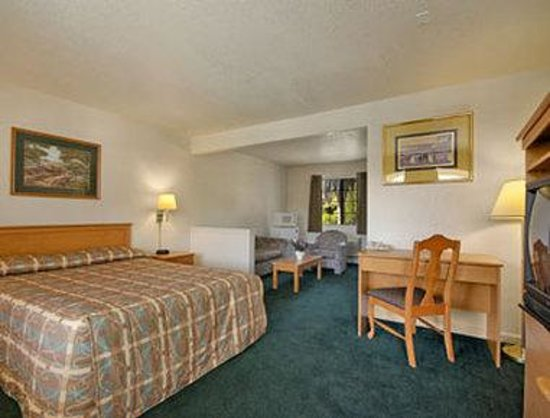 Super 8 Motel - San Jose Airport/Santa Clara Area: Standard King Bed Room With Micro/Fridge