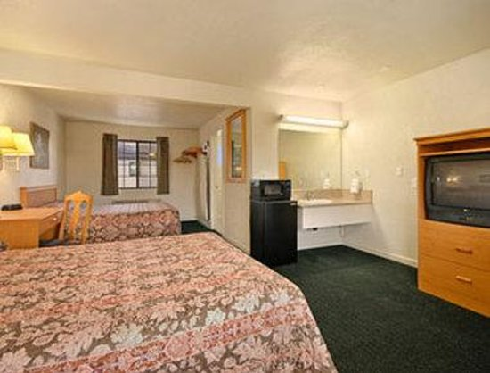 Super 8 Motel - San Jose Airport/Santa Clara Area: Standard Two Queen Bed Room With Micro/Fridge