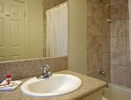 Super 8 Motel - San Jose Airport/Santa Clara Area: Bathroom