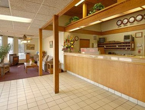 Super 8 Costa Mesa / Newport Beach Area: Lobby