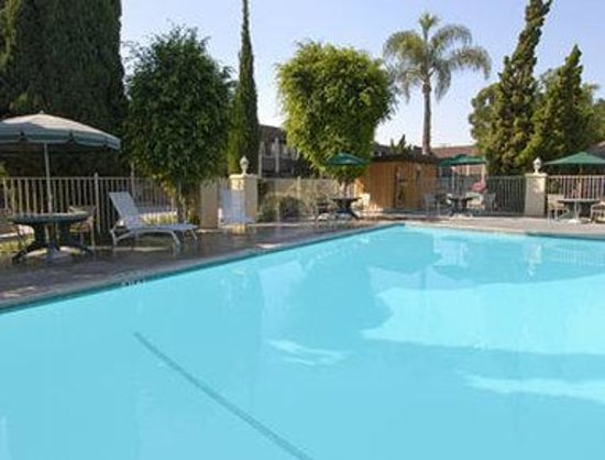 Super 8 Costa Mesa / Newport Beach Area: Pool