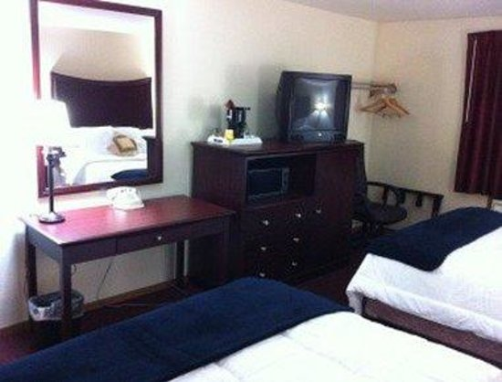 Days Inn Lewiston: Guest Room With Two Beds