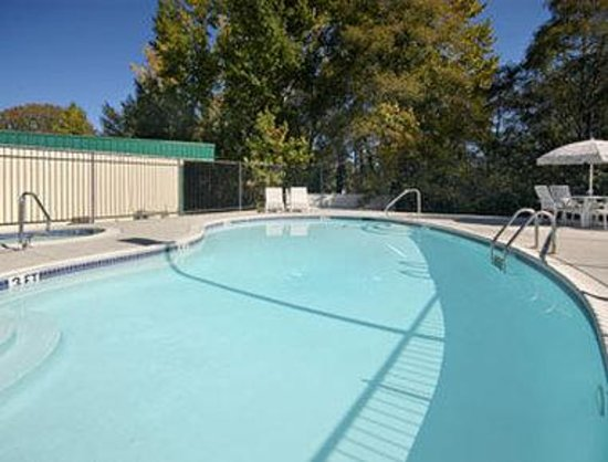Willits, Kalifornien: Outdoor Pool And Spa