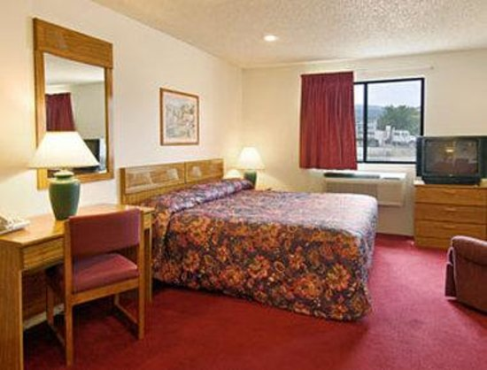 Super 8 Cedar City: Jacuzzi Suite