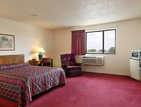 Super 8 Cedar City: Standard King Bed Room