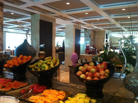 Al Bustan Palace, a Ritz-Carlton Hotel: Breakfast fruits