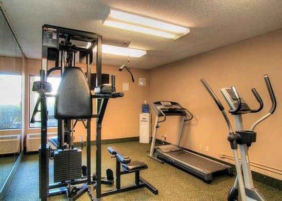 Quality Inn and Suites: fitness center