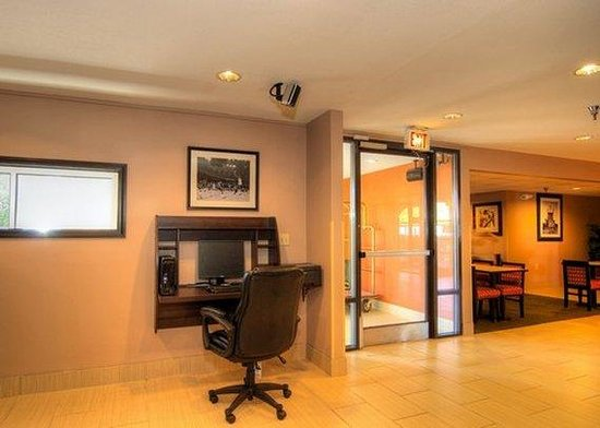 Quality Inn and Suites: business center