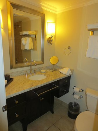 Southernmost Hotel: Bathroom