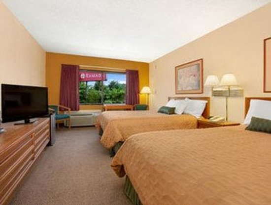 Ramada Inn Asheville: Standard Two Double Bed Room