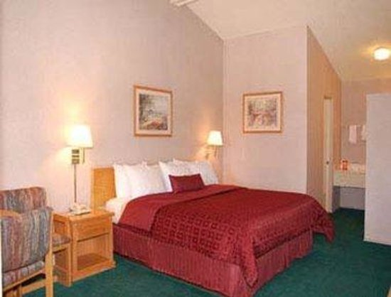 Howard Johnson Phoenix Airport/Downtown Area: Standard Queen Bedroom