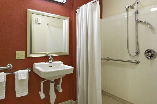 Red Roof Inn Allentown Airport: ADA Accessible Bath