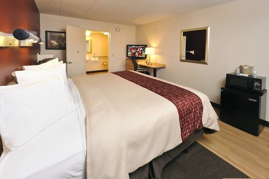 Red Roof Inn Virginia Beach: ADA Accessible Room