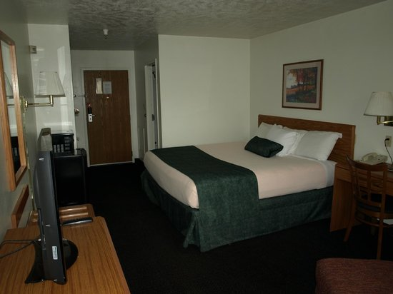 Green River, WY: Our king bed/room