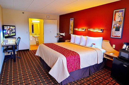 Red Roof Inn Cincinnati Northeast - Blue Ash: ADA Accessible Guest Room