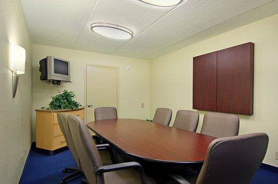Red Roof Inn - Knoxville West: Meeting Room