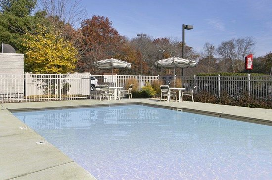Mansfield, MA: Outdoor Pool