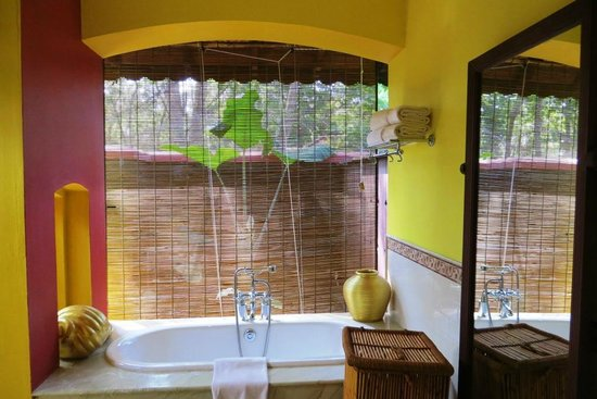 Vivanta by Taj - Kumarakom: bathroom