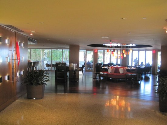 Edgewater Beach Hotel, A Waldorf Astoria Hotel: The lobby
