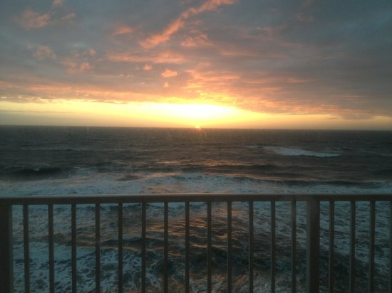 Sea Ranch Resort: Sunrise from the room