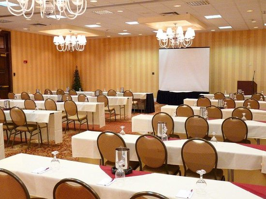 Crowne Plaza Hotel Cleveland South - Independence : Cuyahoga Ballroom set for as a Meeting Room