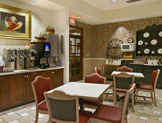 Travelodge Iowa City: Breakfast Area