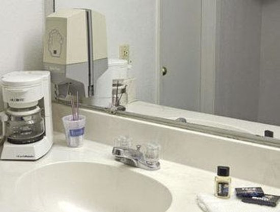Travelodge Ozona: Bathroom