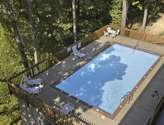 Eureka Springs Travelodge: Pool