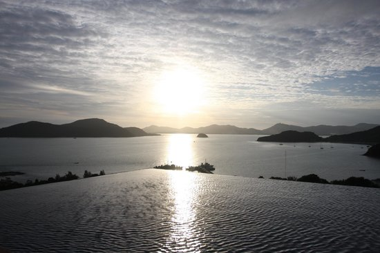 Sri Panwa Phuket: Sunset view from Rooftop bar