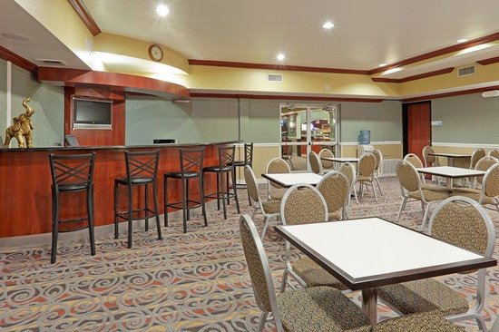 Holiday Inn Express & Suites Bakersfield Central: Breakfast Bar