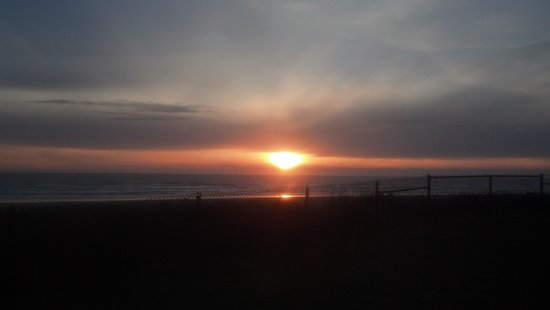 Pacific Beach, WA: sun setting