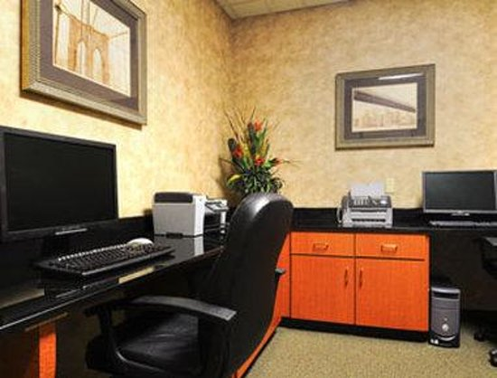 Wingate by Wyndham Atlanta / Buford: Business Center