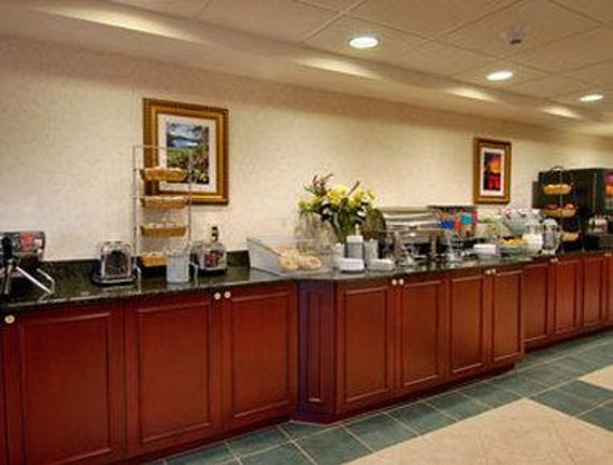 Wingate by Wyndham Lake George: Breakfast Area