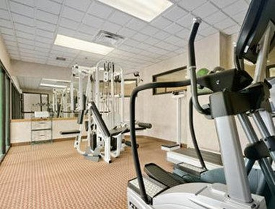 Wingate by Wyndham Tampa / USF: Fitness Center/Whirlpool