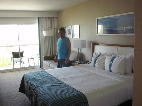 Holiday Inn Resort Aruba: Nice updated room.