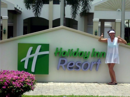 Holiday Inn Resort Aruba: Two thumbs up, if you are not into crystal chandeliers!