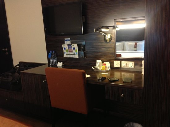 Holiday Inn Express Dubai Jumeirah: Flat Screen TVs with complimentary tea &amp; coffee &amp; electric kettle