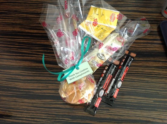 Holiday Inn Express Dubai Jumeirah: Complimentary Cookies in the Evening