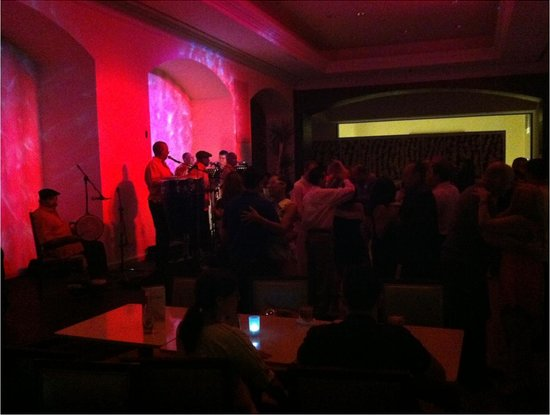 Marriott San Juan Resort &amp; Stellaris Casino: Live Salsa in the RedLounge (Lobby) on Friday Night - Room for dancing