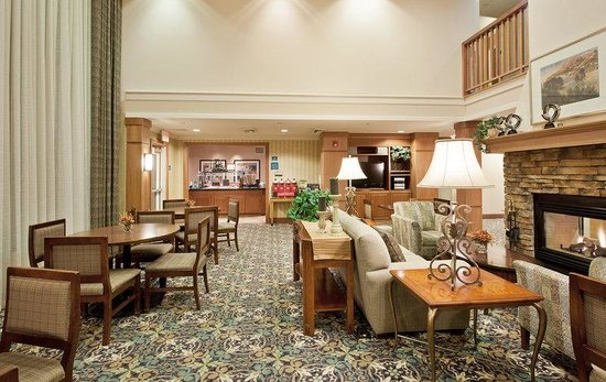 Staybridge Suites Portland Airport: Join us in the Great Room for our Sundowner Reception Tue-Thur