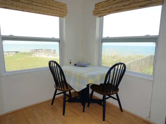 Melbourne Beach, : Unit 4 - Superior Queen Ocean View (kitchen/dining area)