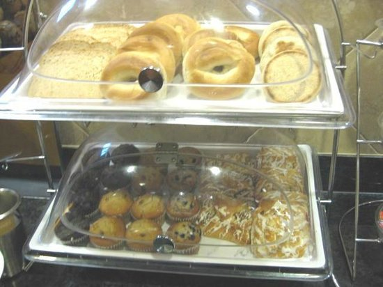 Clinton, SC: Breakfast buffet ~ Pastry &amp; bread