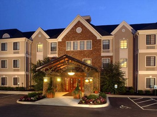 Staybridge Suites Louisville East: Exterior Feature