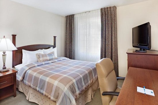 Staybridge Suites Charlotte Ballantyne: Double Bed Guest Room