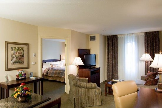 Staybridge Suites Charlotte Ballantyne: King Suite