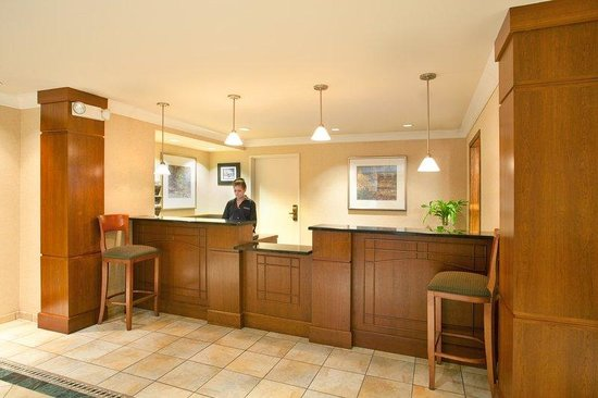 Staybridge Suites Lincolnshire: Hotel Lobby