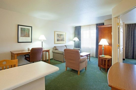 Staybridge Suites Lincolnshire: Suite