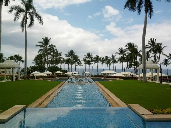 Grand Wailea - A Waldorf Astoria Resort: decorative fountains