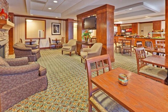 Staybridge Suites Memphis - Poplar Ave East: Guest Dining Lounge