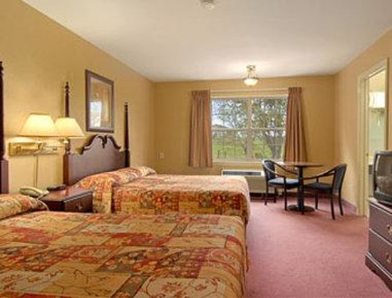 Super 8 Charlottetown PE: 2 Double Bed Room